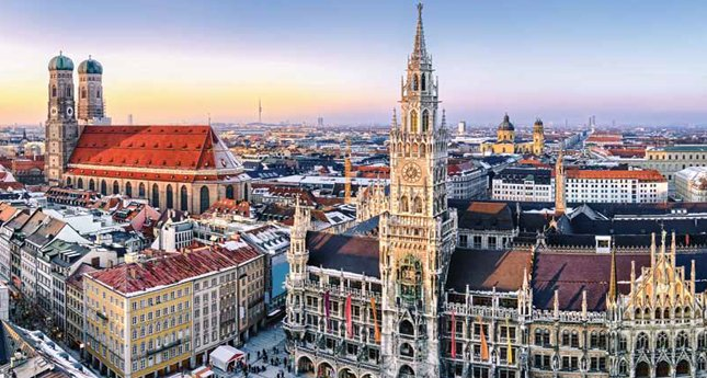 Munich city center with City Hall and the Frauenkirche
