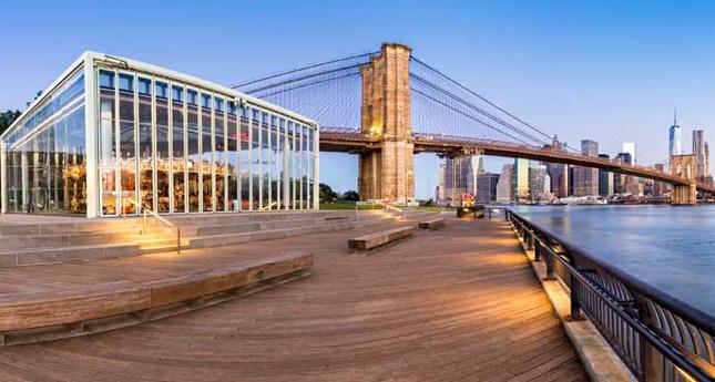 View of Lower Manhattan skyline and Brooklyn Bridge from Brooklyn Bridge Park