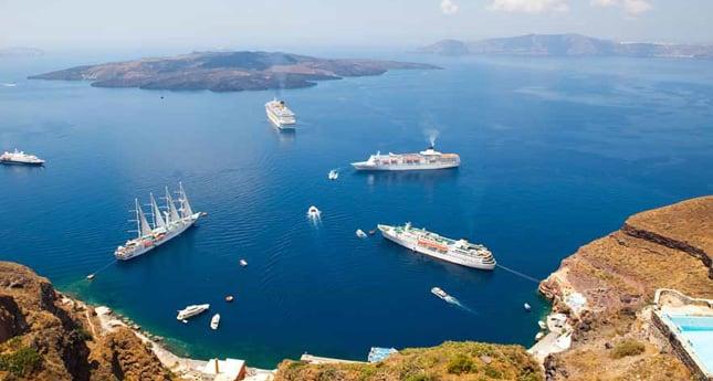 Cruise ships off the coast of Santoríni