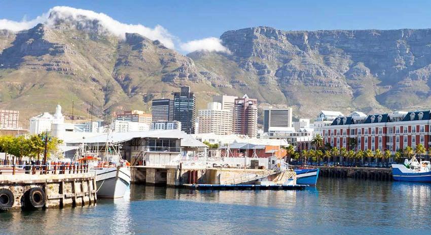 Victoria & Alfred Waterfront and Table Mountain © HONGQI ZHANG (AKA MICHAEL ZHANG)   DREAMSTIME