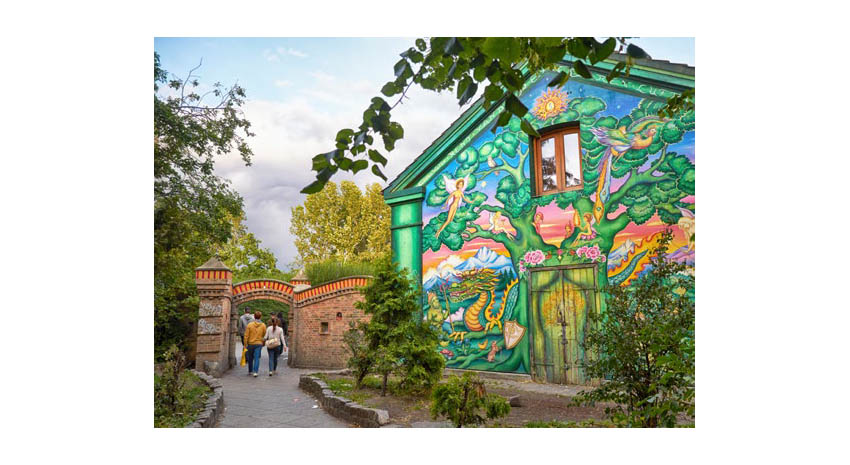 The house painted with a mural at the entrance to Christiania © ZASTAVKIN | DREAMSTIME.COM