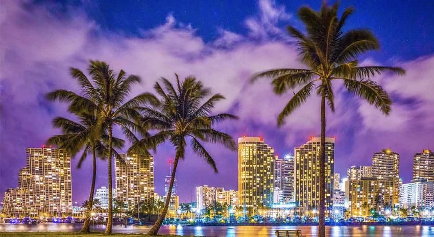 Waikiki as seen from Ala Moana Beach © SHANE MYERS - DREAMSTIME.COM