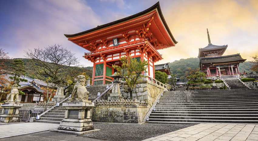 Kiyomizu-dera Temple © SEAN PAVONE | DREAMSTIME.COM