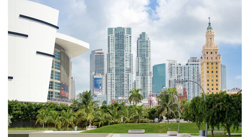 Downtown Miami, including the Freedom Tower and the American Airlines Arena © KMIRAGAYA | DREAMSTIME.COM