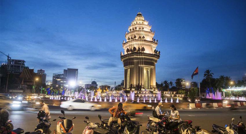 Phnom Penh Independence Monument © PRESSE750 | DREAMSTIME.COM