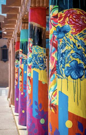 Colorful columns in the downtown plaza © SANDY MARAK | DREAMSTIME.COM