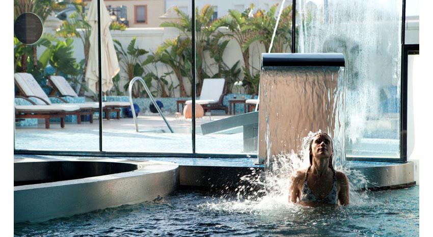 Pool waterfall © HOTEL BALNEARIO LAS ARENAS