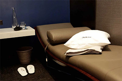 Polaris Lounge day bed © UNITED AIRLINES