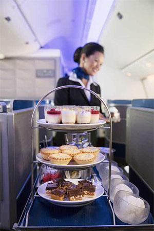 Dessert cart © UNITED AIRLINES