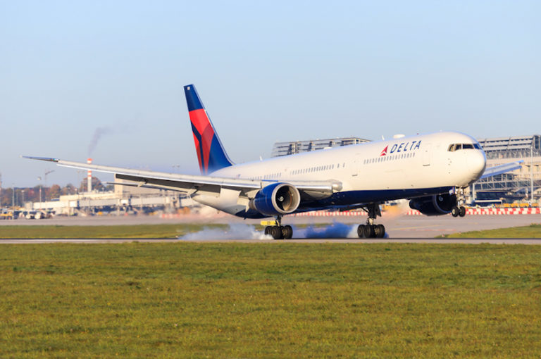 Delta Air Lines © Mike Fuchslocher | Dreamstime.com