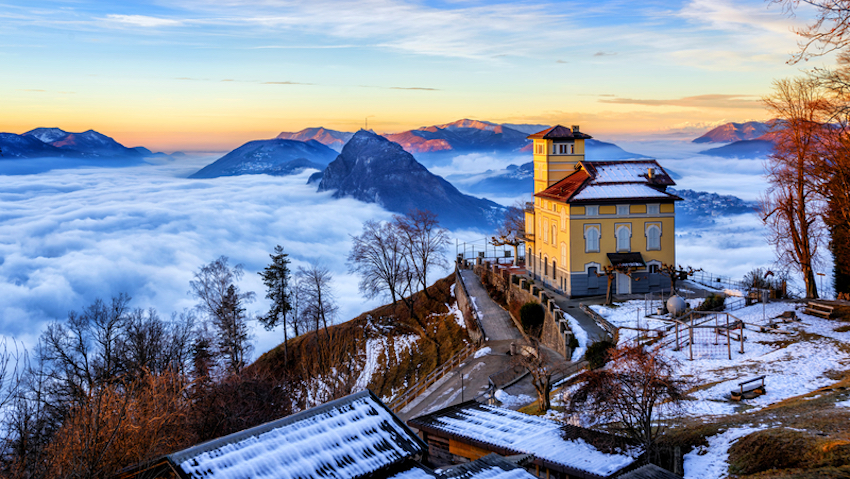 Fog over the lake during winter in Switzerland © Xantana | Dreamstime.com