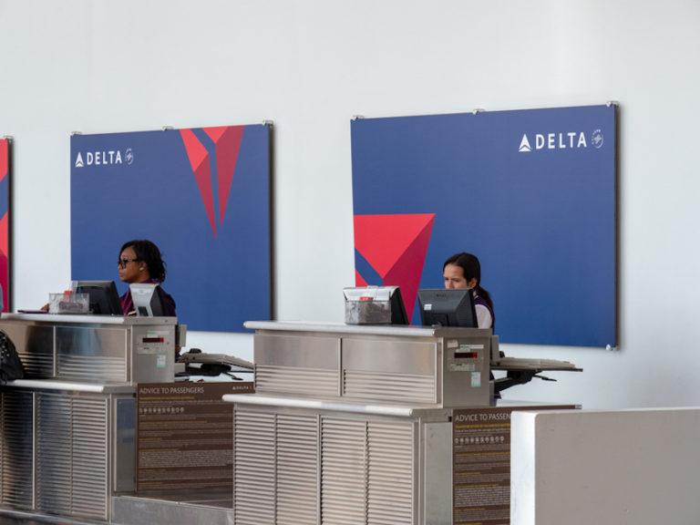 Delta Air Lines Check-in © David Tran   Dreamstime.com