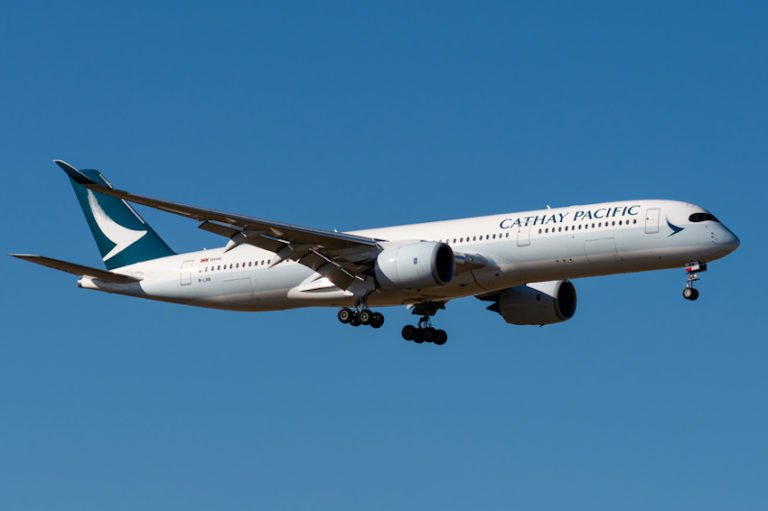 Cathay Pacific CX279 flight from Hong Kong to Paris © Gilles Bizet   Dreamstime.com
