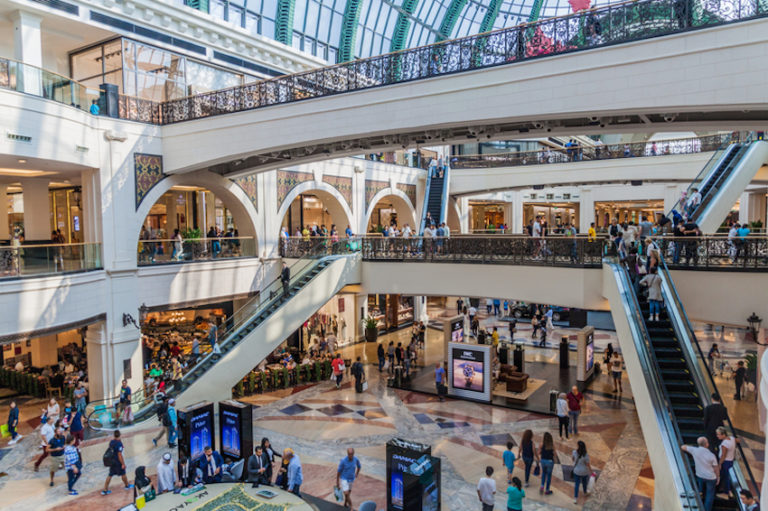 Shopping in Dubai © Matyas Rehak   Dreamstime.com