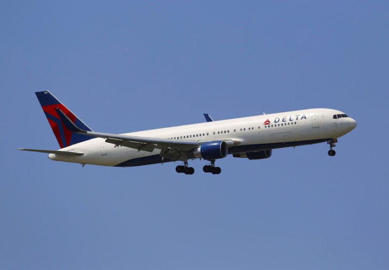 Delta Air Lines © Zhukovsky   Dreamstime.com