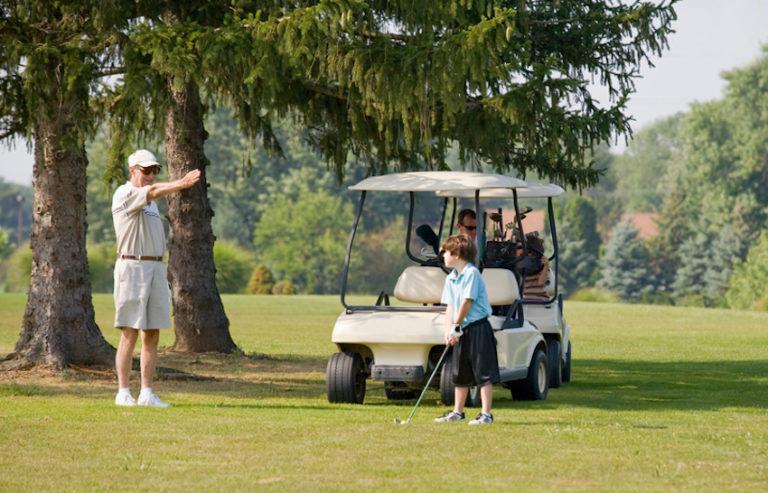 Family golfing © Sonya Etchison | Dreamstime.com