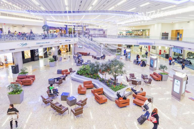 Dining at Atlanta Airport (ATL) © Nadezda Murmakova   Dreamstime.com