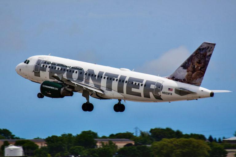 Frontier Airlines © Tentflapmedia | Dreamstime.com