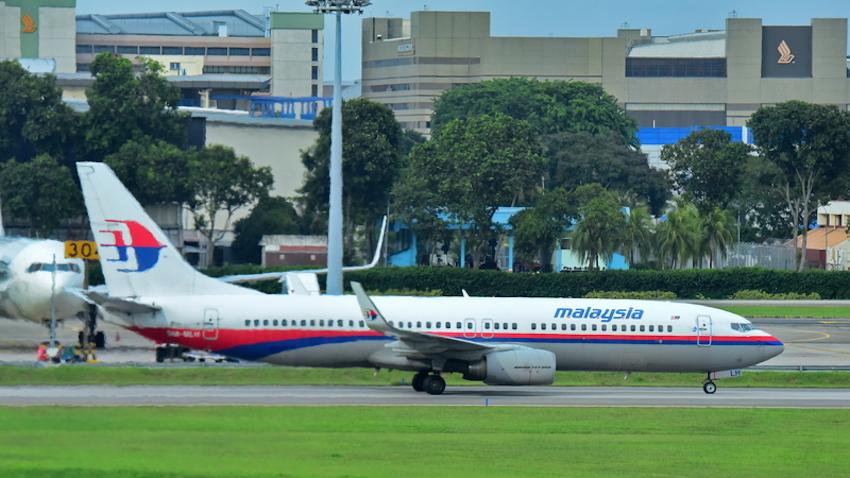 Malaysia Airlines Boeing 737 taxiing at Changi Airport © Jordan Tan | Dreamstime.com
