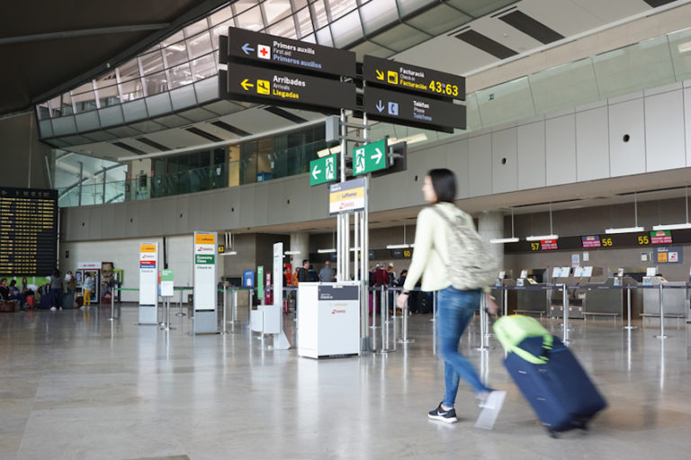 European Airport © Robwilson39 | Dreamstime.com